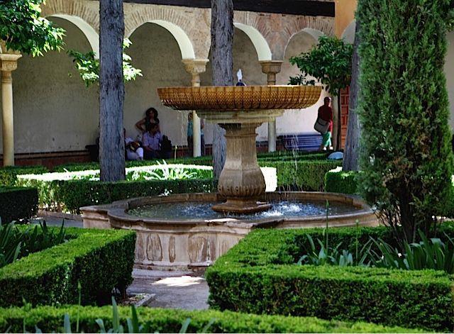 La alhambra de granada patio de lindaraja paisajistas for Patios de granada