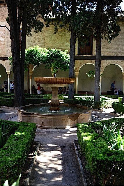 La alhambra de granada patio de lindaraja paisajistas - Luces para patios ...