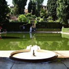 18-el espejo de agua refleja los jardines del partal