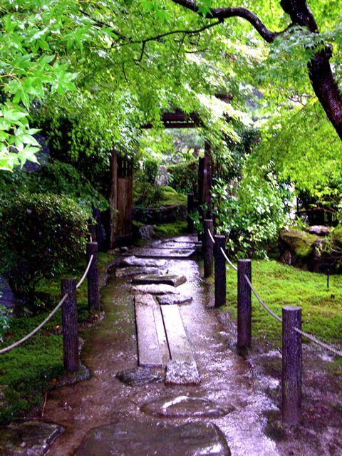 la de los jardines de paisaje seco el nuevo prototipo de jardn de esta poca ser el roji la senda que lleva al soan la cabaa con tejado de paja