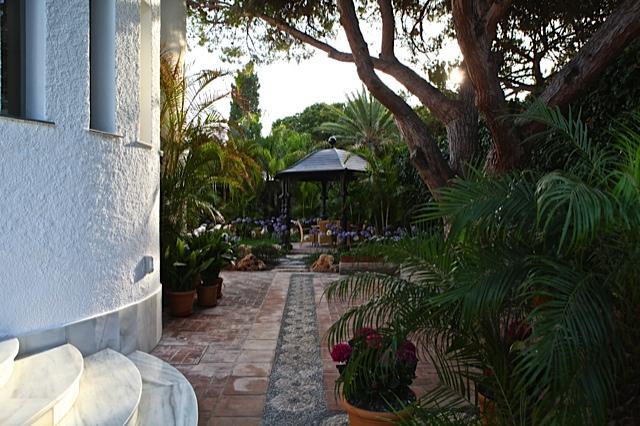 4 entrada principal a la casa y el jardin paisajistas - El jardin en casa ...