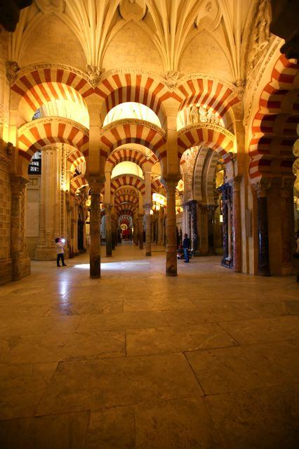 45 en el interior tambien se conjugan la arquitectura for Arquitectura islamica