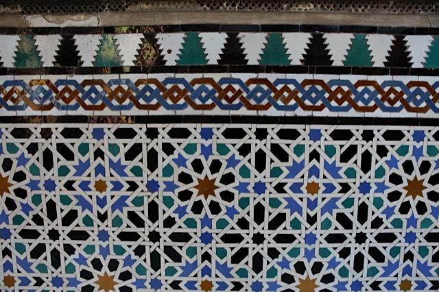 El balbuceo de las constelaciones arte isl mico entre Azulejos patio