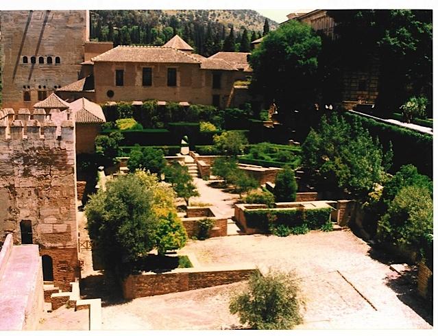 La alhambra de granada patio de machuca paisajistas for Patios de granada