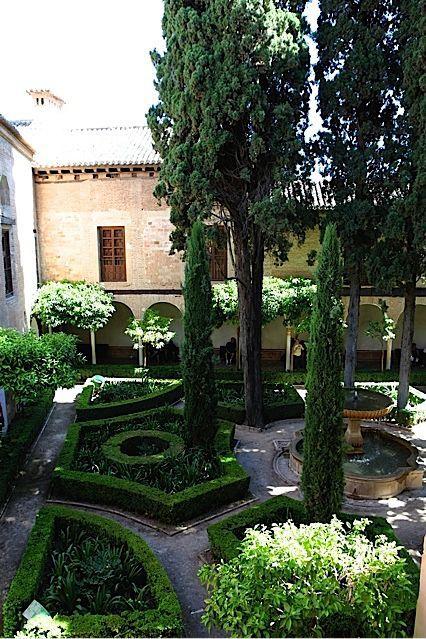 La alhambra de granada patio de lindaraja paisajistas for Jardines de gomerez granada