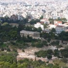 9- el Hefaisteion de Atenas, rodeado de un gran bosuqe de verdor