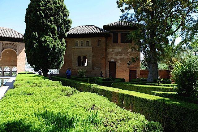 La alhambra de granada jardines del partal paisajistas for Jardin de la reina granada